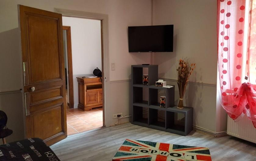 Location de vacances - Appartement à Pomas - Salon et télévision écran plat