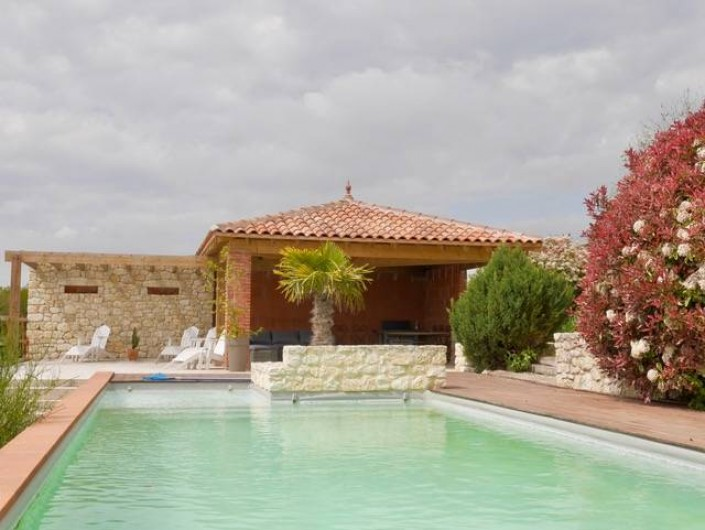 Location de vacances - Villa à Castin - La piscine et son pool house