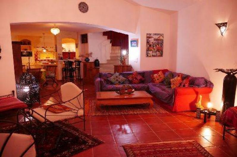 Location de vacances - Villa à Castin - Le salon le soir