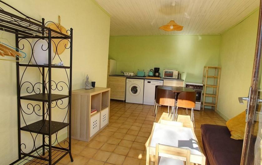 Location de vacances - Appartement à Peyrilles - La pièce principale
