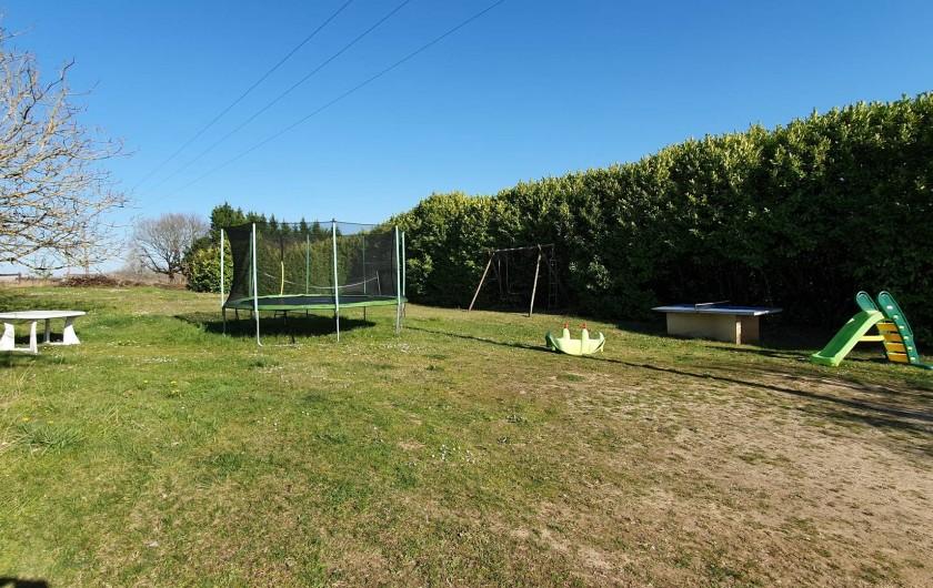 Location de vacances - Appartement à Peyrilles - Aire de jeux