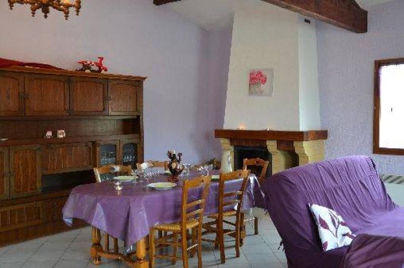 Location de vacances - Gîte à Odenas - côté repas gite domaine du barvy