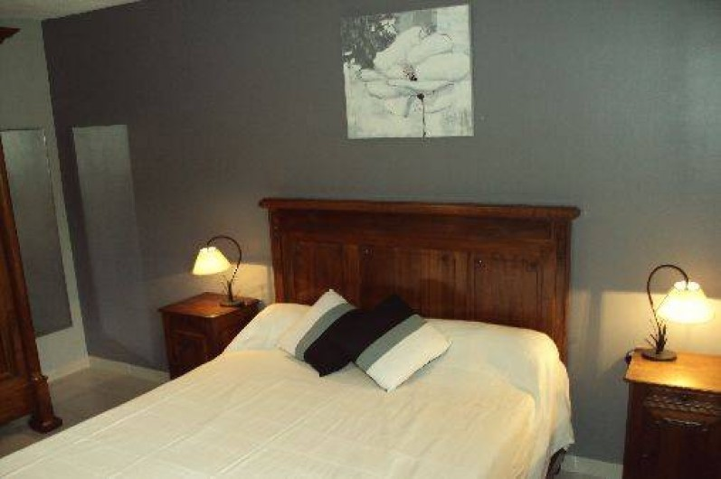 Location de vacances - Gîte à Odenas - chambre de couple gite domaine du barvy