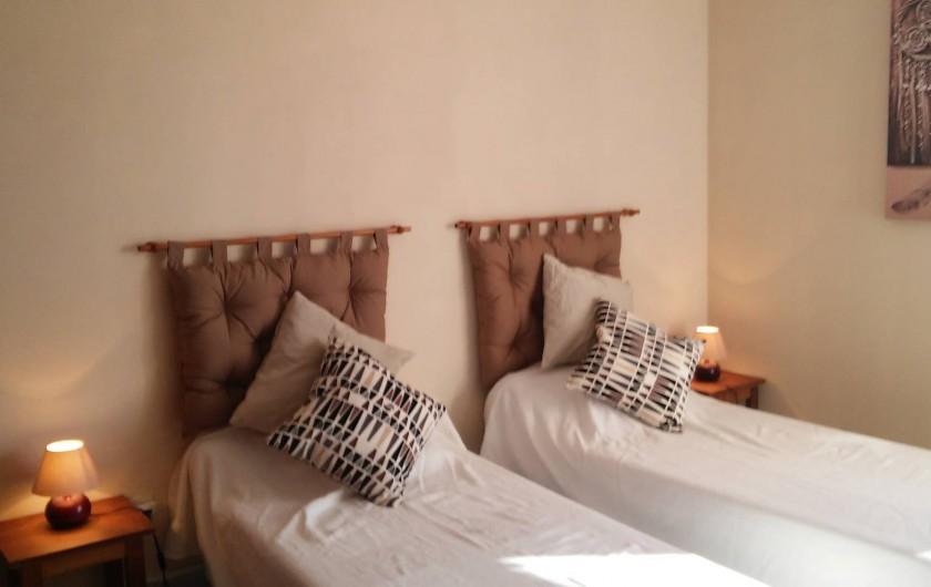 Location de vacances - Gîte à Odenas - chambre 2 lits gite domaine du barvy