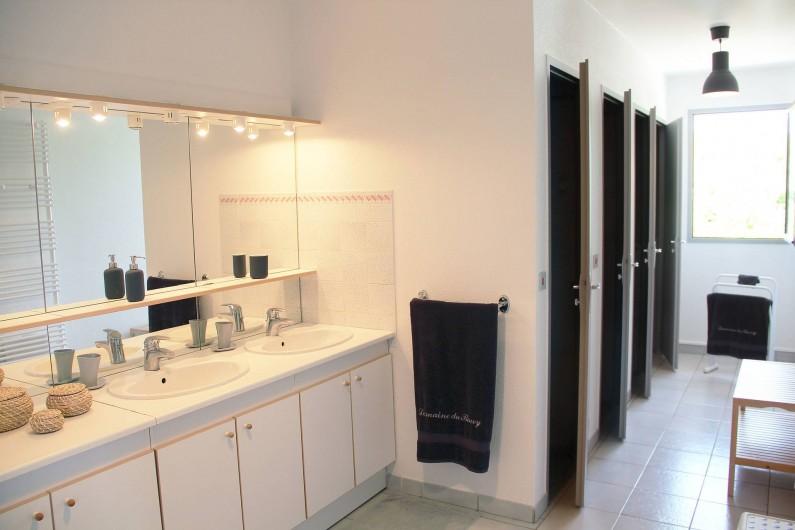 Location de vacances - Gîte à Odenas - votre salle d'eau gite domaine du barvy
