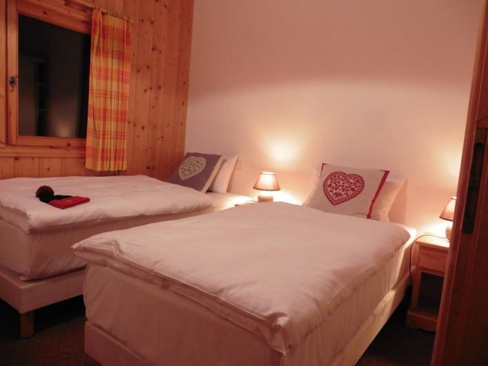 Location de vacances - Chalet à Saint-Nicolas de Véroce - La chambre avec é lits jumeaux