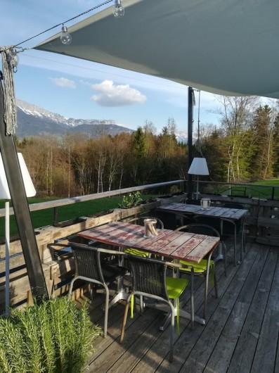 Location de vacances - Appartement à Charvonnex - terrasse vue montagnes et campagne