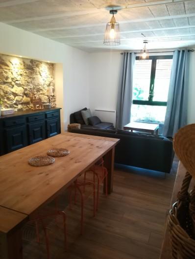 Location de vacances - Appartement à Charvonnex - salle à manger