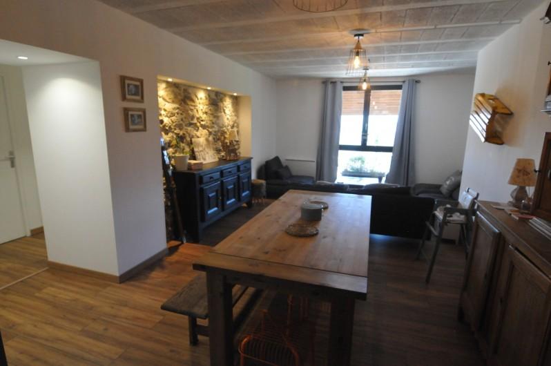 Location de vacances - Appartement à Charvonnex - vue globale pièce de vie
