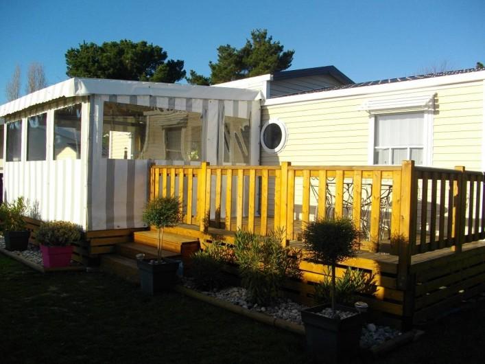 """Location de vacances - Camping à Brem-sur-Mer - Mobil Home """"Grand Confort"""" terrasse couverte"""