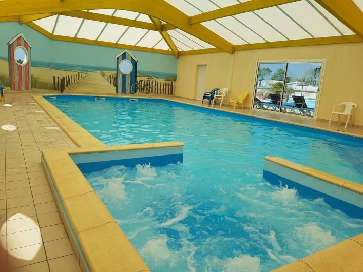 Location de vacances - Camping à Brem-sur-Mer - Piscine Intérieure
