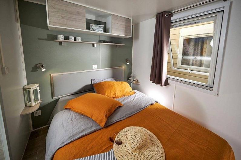 """Location de vacances - Camping à Brem-sur-Mer - Mobil Home """"confort"""" terrasse ouverte"""