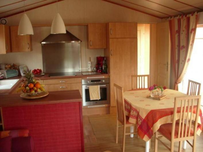 """Location de vacances - Camping à Brem-sur-Mer - Chalet """"Prestige XL"""" terrasse ouverte"""