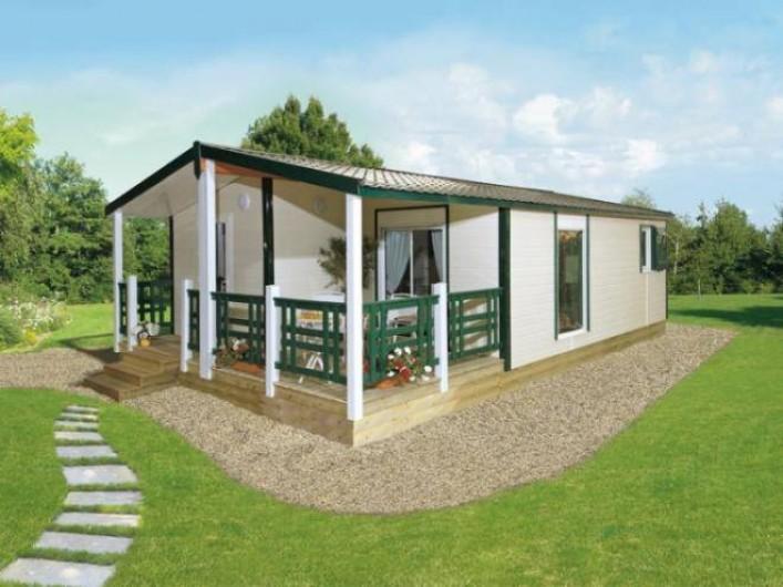 """Location de vacances - Camping à Brem-sur-Mer - Chalet """"Grand Confort"""" terrasse couverte"""