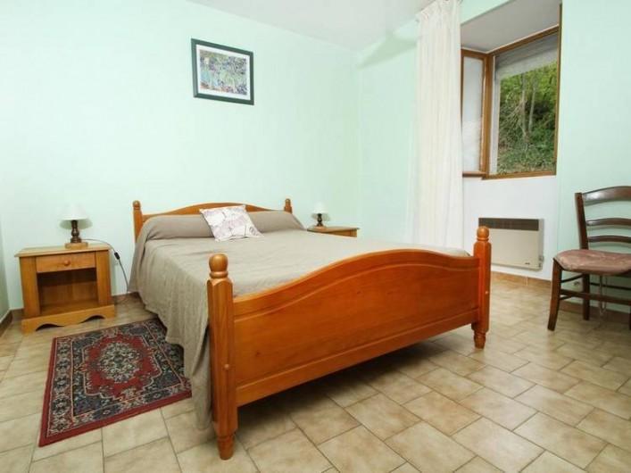 Location de vacances - Gîte à Saint-Étienne-de-Serre - Grande chambre