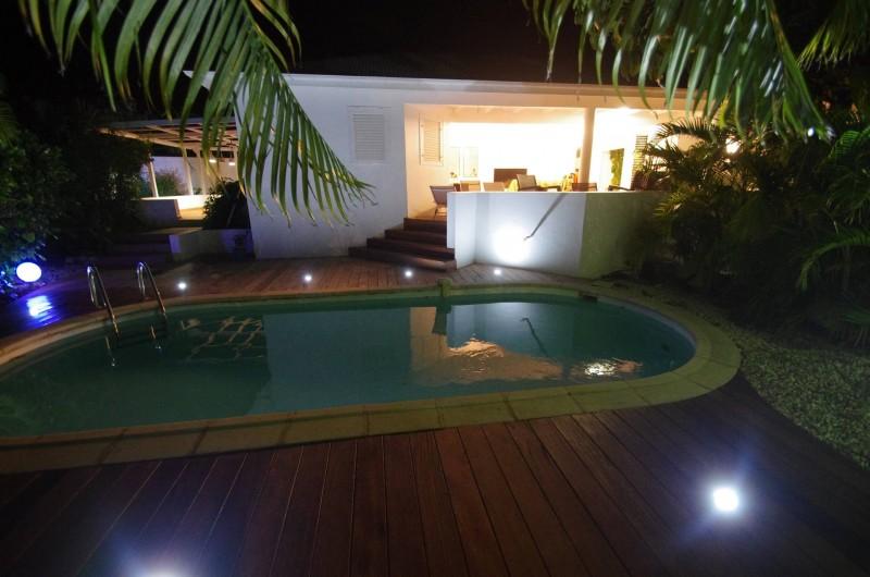Location de vacances - Villa à Saint-François - terrasse piscine illuminée