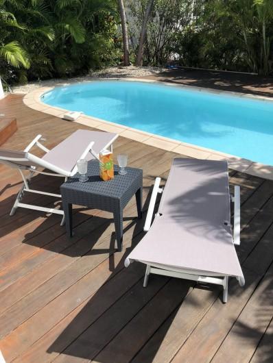 Location de vacances - Villa à Saint-François - terrasse bord  piscine
