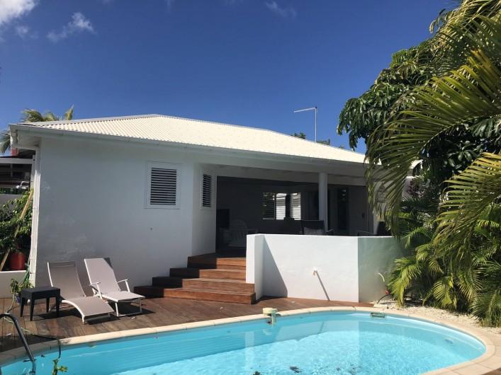 Location de vacances - Villa à Saint-François - façade piscine