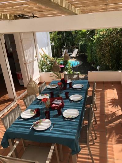 Location de vacances - Villa à Saint-François - terrasse ombragée repas