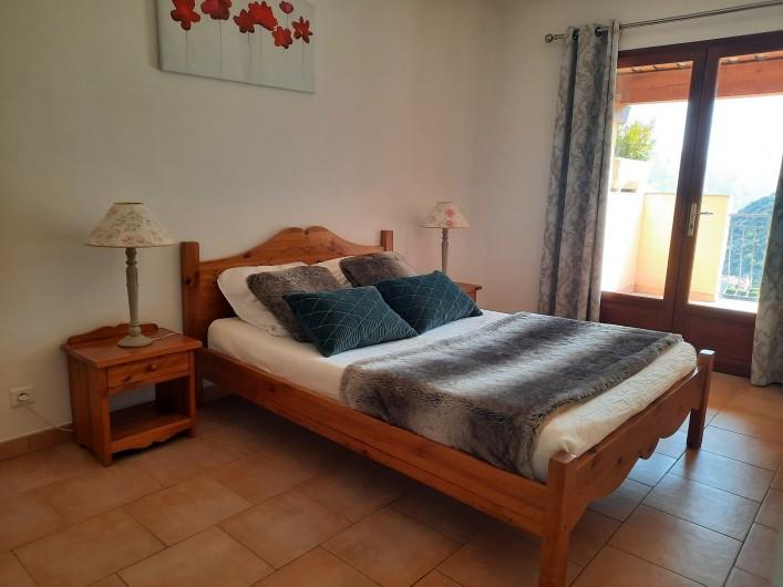 Location de vacances - Gîte à Utelle - Chambre avec un lit double