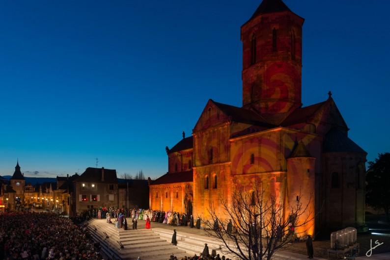 Location de vacances - Maison - Villa à Rosheim - Illuminations sur l'église Saints-Pierre-et-Paul.