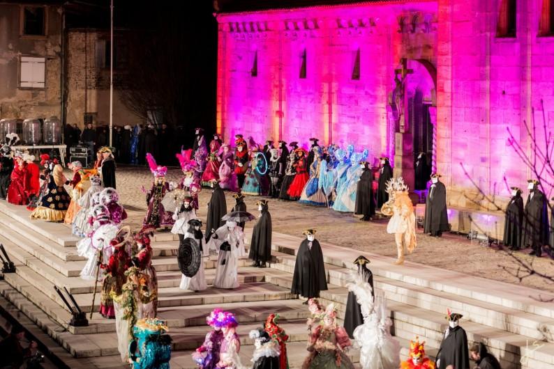 Location de vacances - Maison - Villa à Rosheim - Spectacles et défilés en costumes à l'occasion du carnaval vénitien.