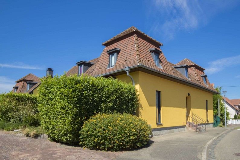 Location de vacances - Maison - Villa à Rosheim - Vue sur notre gîte ayant autrefois accueilli les anciens bains de la ville.