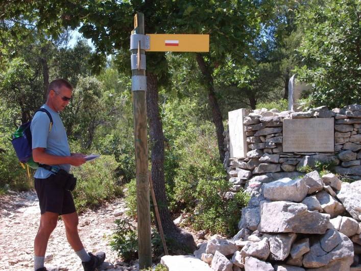 Location de vacances - Gîte à Caumont-sur-Durance - Nombreux sentiers de randonnée