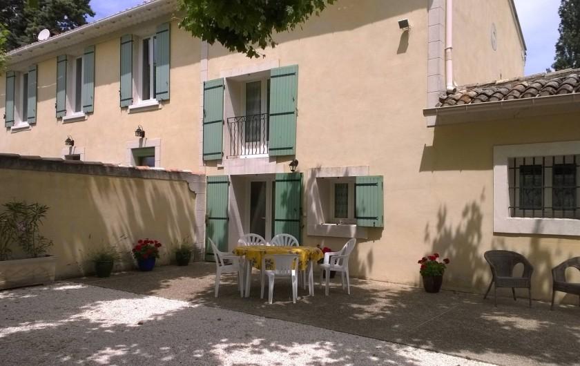 Location de vacances - Gîte à Caumont-sur-Durance - Terrasse devant la maison