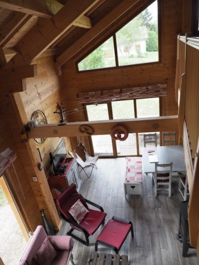 Location de vacances - Chalet à La Pesse - salon vu de la mezzanine