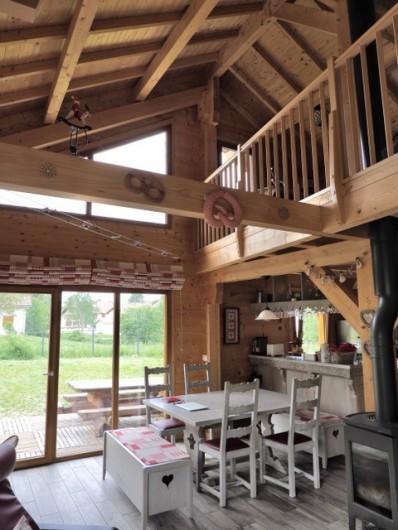 Location de vacances - Chalet à La Pesse - salle à manger et cuisine ouverte