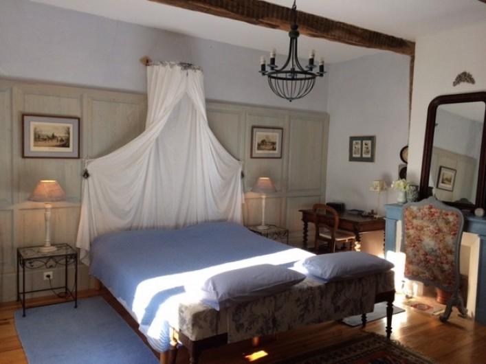 Location de vacances - Maison - Villa à Mirannes - Chambre Bleu, lits jumeaux 90x2m, armoire. Salle de bain privée avec baignoire