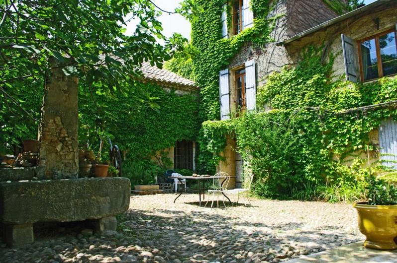 Location de vacances - Gîte à Lirac - La cour