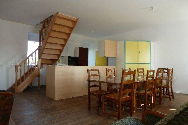 """Location de vacances - Gîte à La Chapelle-Largeau - Gîte N°2 ALLOUETTES (l'"""" Ecole aux Gîte"""") vue depuis ntrée"""