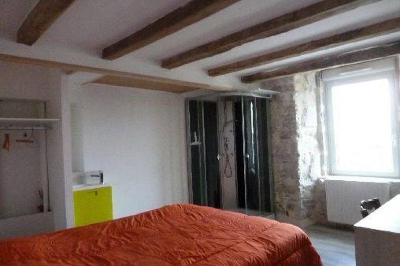 Location de vacances - Gîte à La Chapelle-Largeau - chambre: chambre avec douche (verte) du Gîte N° 3 TRISKELL (escalier escamoté)