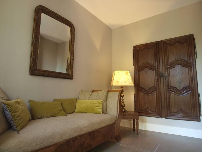 Location de vacances - Appartement à Sète - Espace salon de la chambre La Pointe Courte