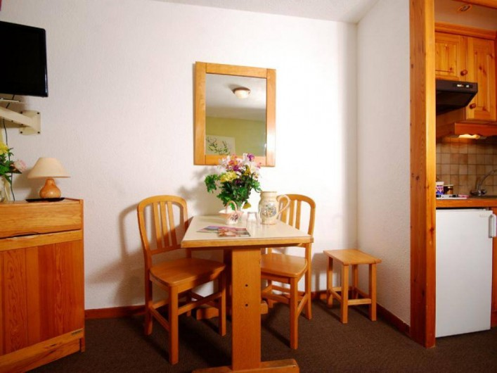 Location de vacances - Appartement à Brides-les-Bains - Salle à manger / Restaurant - Coin Repas et kitchennette