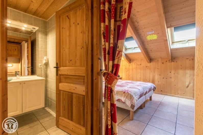 Location de vacances - Chalet à Châtel - chambre  4 avec sa salle de douche