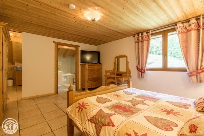 Location de vacances - Chalet à Châtel - chambre 5 télé/dvd  salle de bain en suite balnéo  et coin  enfants