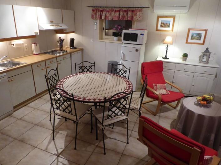 Location de vacances - Villa à Portiragnes Plage - Coin cuisine et salle à manger