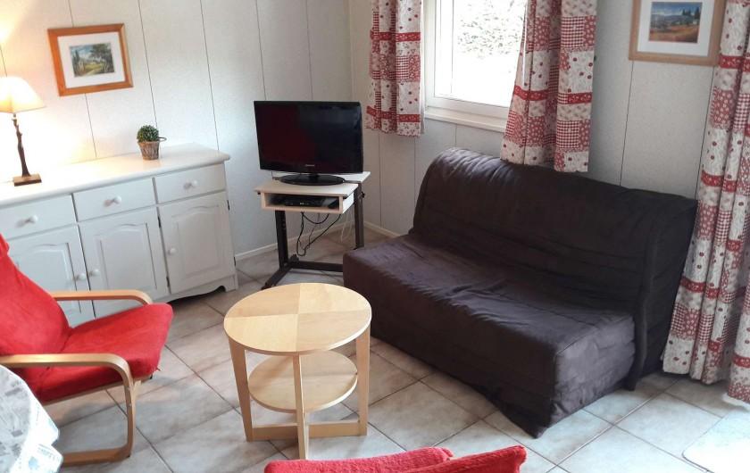 Location de vacances - Villa à Portiragnes Plage - Coin salon (meuble repeint en ton mastic (voir photo salle à manger))