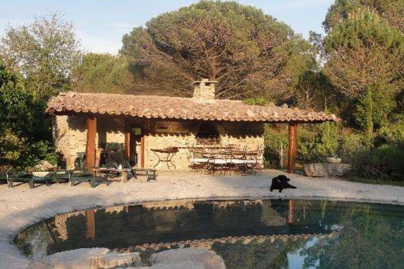 Location de vacances - Mas à Mourèze - Cuisine d'été avec barbecue