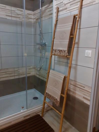 Location de vacances - Appartement à Le Mont-Dore - Douche 120 x 80