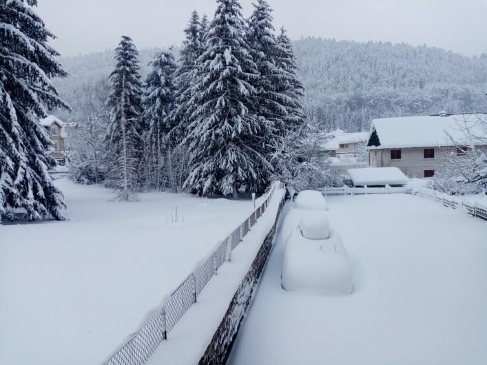 Location de vacances - Appartement à Le Mont-Dore - Vue extérieure de la pièce de vie