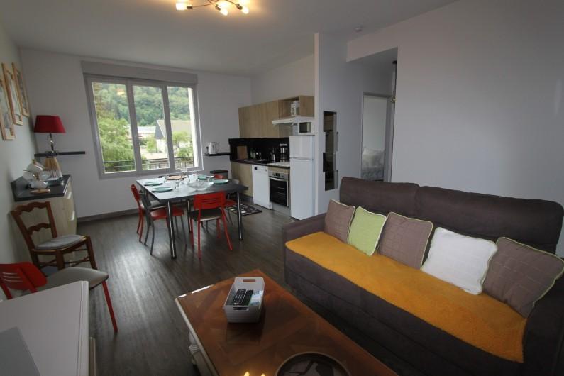 Location de vacances - Appartement à Le Mont-Dore - Vue d'ensemble de la pièce de vie