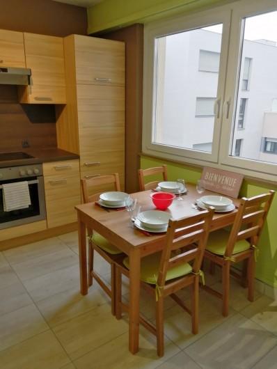 Location de vacances - Appartement à Colmar - une vraie pièce pour déjeuner, diner...