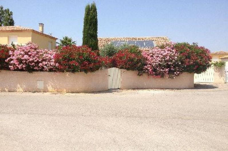 bel appartement rez de jardin dans villa port camargue au grau du roi le grau du roi. Black Bedroom Furniture Sets. Home Design Ideas