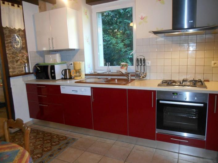 Location de vacances - Maison - Villa à Nouzerolles - cuisine tout équipée grand four  lave-vaisselle  micro- onde ....