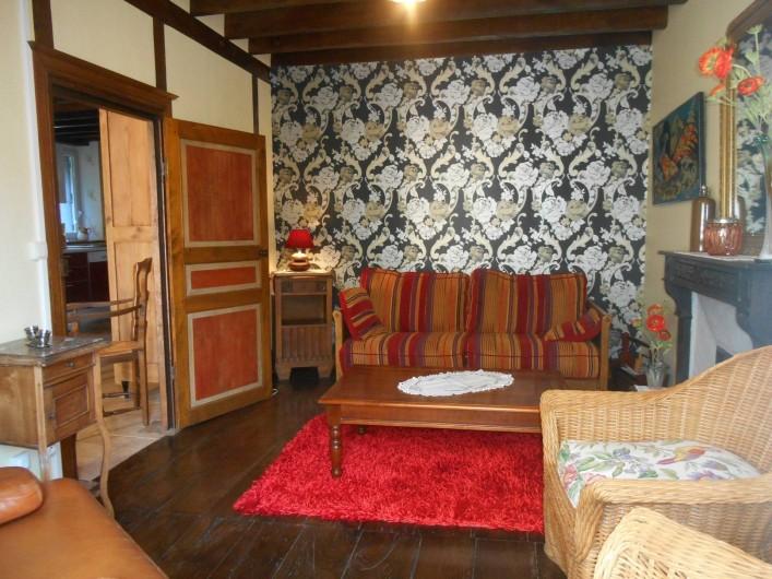 Location de vacances - Maison - Villa à Nouzerolles - Salon rez-de-chaussée attenant à la salle à manger