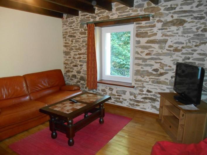 Location de vacances - Maison - Villa à Nouzerolles - salon du haut pour les enfants  coin TV